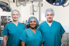 Chirurghi nella sala operatoria Fotografia Stock Libera da Diritti