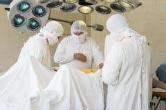 Chirurghi sul lavoro immagini stock
