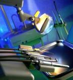 Chirurgie des Zahnarztes mit moderner Ausrüstung Stockfotos