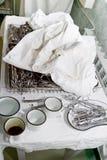 Chirurgieinstrumenten bij lijst Royalty-vrije Stock Foto