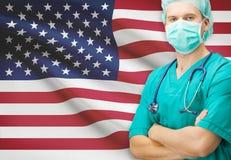 Chirurgien avec le drapeau national sur la série de fond - Etats-Unis Photographie stock libre de droits