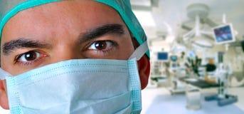 Chirurgien avec le masque protecteur Image libre de droits