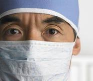Chirurgien avec le masque protecteur Image stock