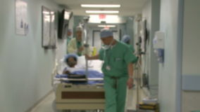 Chirurgisch geduldig wiel in werkende ruimte stock video