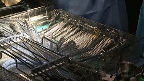 Chirurgische hulpmiddelen stock videobeelden