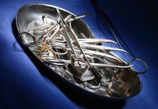 Chirurgische hulpmiddelen na een chirurgische operatie in mooie lichte B Royalty-vrije Stock Foto