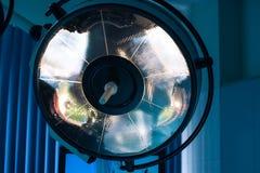 Chirurgische lampen in verrichtingsruimte Royalty-vrije Stock Afbeeldingen