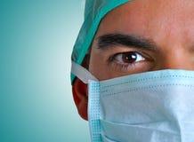 Chirurgo con la maschera di protezione Immagine Stock Libera da Diritti