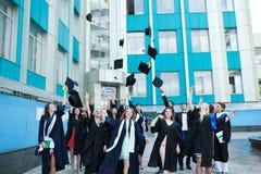 Chisinau, Moldavië - Juli 11, 2014: Graduatie, Studenten, Onderwijs Groep het Europese het Een diploma behalen Studenten Vieren 1 Royalty-vrije Stock Fotografie