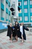 Chisinau, Moldavië - Juli 11, 2014: Graduatie, Studenten, Onderwijs Groep het Europese het Een diploma behalen Studenten Vieren 1 Stock Afbeelding