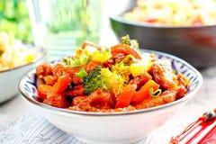 Chiński Korzenny kurczak z warzywami także dzwonił Smoka Kurczak Obrazy Royalty Free