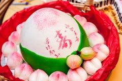 Chińskie długowieczność babeczki dla świętowań Tekst znaczy długowieczność Zdjęcia Royalty Free
