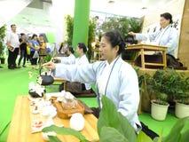 Chińskie kobiety wykonuje herbacianą sztukę Obrazy Stock