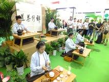 Chińskie kobiety wykonuje herbacianą sztukę Zdjęcia Stock
