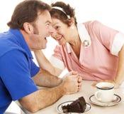 Chismes de la camarera con el cliente Fotos de archivo