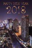 Chispa con el paisaje urbano de Tokio, Japón del fuego artificial de la Feliz Año Nuevo 2018 Fotografía de archivo