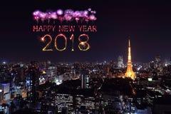 Chispa con el paisaje urbano de Tokio, Japón del fuego artificial de la Feliz Año Nuevo 2018 Foto de archivo