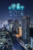 Chispa con el paisaje urbano de Tokio, Japón del fuego artificial de la Feliz Año Nuevo 2018 Fotografía de archivo libre de regalías