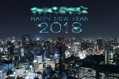 Chispa con el paisaje urbano de Tokio, Japón del fuego artificial de la Feliz Año Nuevo 2018 Imágenes de archivo libres de regalías