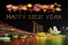 Chispa con el puente de la hélice, Singapur del fuego artificial de la Feliz Año Nuevo Foto de archivo libre de regalías