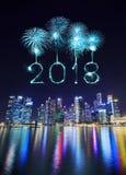 Chispa del fuego artificial de la Feliz Año Nuevo 2018 con distr centrales del negocio Imagen de archivo libre de regalías