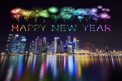 Chispa del fuego artificial de la Feliz Año Nuevo con el distrito financiero central b Imagen de archivo