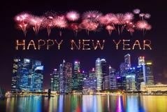 Chispa del fuego artificial de la Feliz Año Nuevo con el distrito financiero central b Fotos de archivo libres de regalías