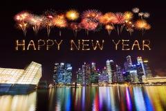 Chispa del fuego artificial de la Feliz Año Nuevo con el distrito financiero central b Fotografía de archivo libre de regalías