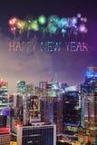 Chispa del fuego artificial de la Feliz Año Nuevo con el paisaje urbano de la ciudad de Singapur Imágenes de archivo libres de regalías