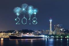 Chispa del fuego artificial de la Feliz Año Nuevo 2018 con el paisaje urbano de Yokohama, Ja Foto de archivo
