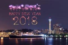Chispa del fuego artificial de la Feliz Año Nuevo 2018 con el paisaje urbano de Yokohama, Ja Imagen de archivo