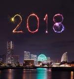Chispa del fuego artificial de la Feliz Año Nuevo 2018 con el paisaje urbano de Yokohama, Ja Fotos de archivo libres de regalías