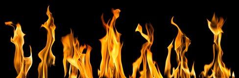 Chispas de siete llamas amarillas brillantes en negro foto de archivo libre de regalías