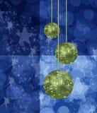 Chistmas azul con el fondo verde de las bolas Imagen de archivo libre de regalías