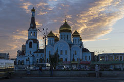 Chita RU - Juli 17,2014: Domkyrka av vår dam av Kazan i soluppgång Den huvudsakliga kyrkan av staden Royaltyfria Foton