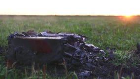 Chitarra acustica bruciata archivi video