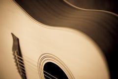 Chitarra acustica elegante Fotografia Stock Libera da Diritti