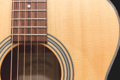 Chitarra acustica su fondo Fotografie Stock Libere da Diritti