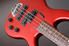 Chitarra bassa rossa immagini stock