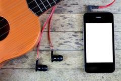 Chitarra, cuffie e Smart Phone Immagini Stock