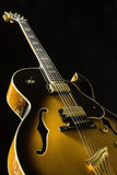 Chitarra dell'arco-htop su fondo nero Fotografia Stock Libera da Diritti
