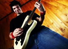 Chitarra della roccia del gioco del chitarrista Fotografia Stock