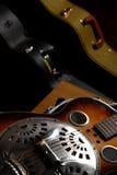 Chitarra di chitarra resofonica nel caso Immagini Stock