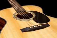 Chitarra di legno acustica Fotografie Stock Libere da Diritti