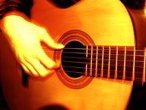 Chitarra di placcatura Fotografie Stock Libere da Diritti