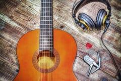Chitarra e cuffie classiche nel hdr Fotografia Stock