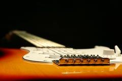 Chitarra elettrica d'annata su fondo nero Immagine Stock