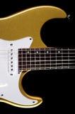 Chitarra elettrica dell'oro sul nero Immagini Stock