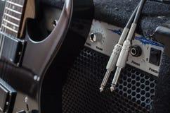 Chitarra elettrica e amp combinato immagine stock libera da diritti