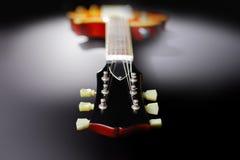 Chitarra rossa elettrica immagine stock
